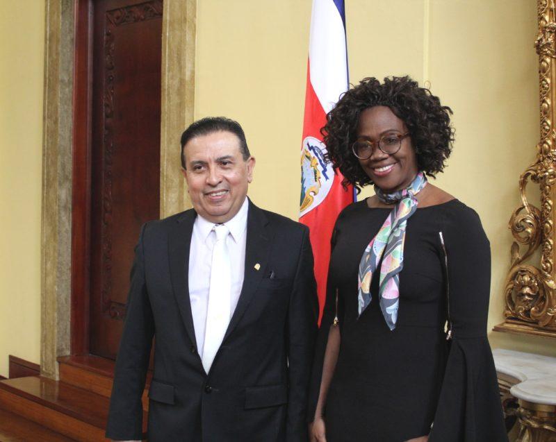 Ronald Flores Vega e Carla Sierra Zúñiga