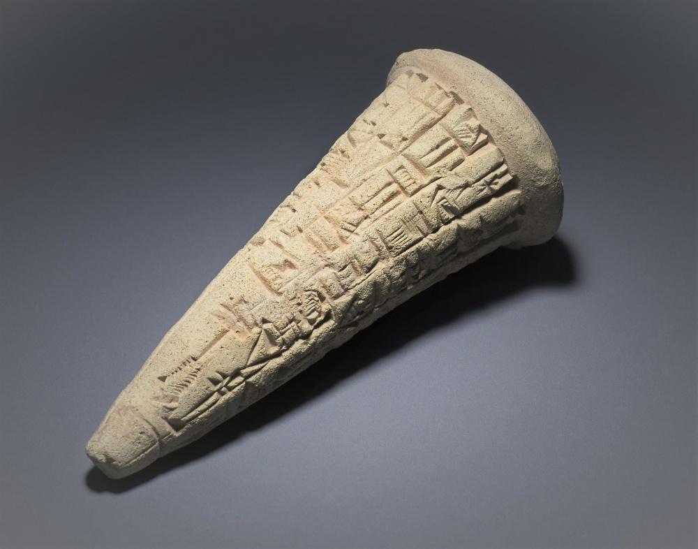 Londra, British Museum, cono votivo di argilla cotta