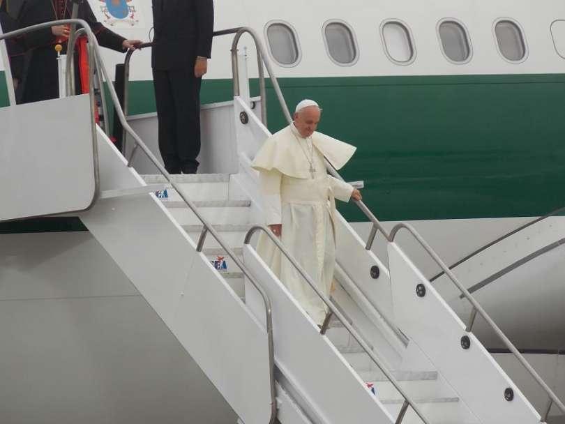 Il Papa durante uno dei suoi viaggi - Foto: ACI Group