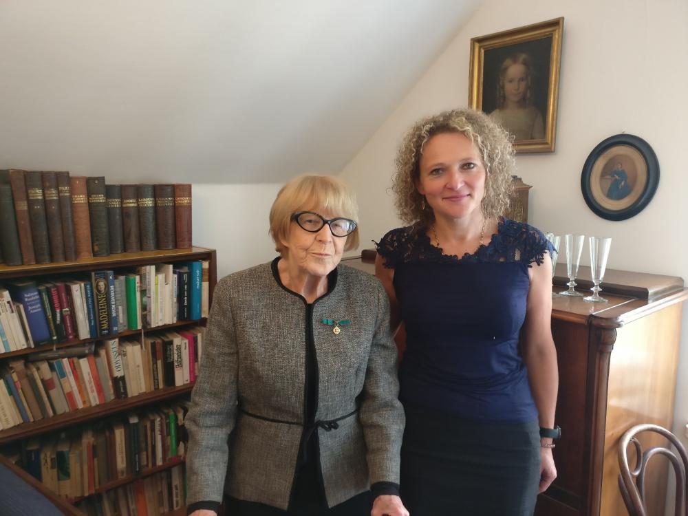 Eva Zaoralova con Jitka Galli, segretaria dell'Ambasciatore