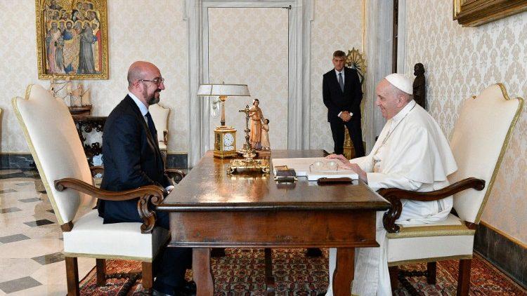 Il Papa e il presidente Consiglio Europeo, Charles Michel (Foto Vatican News)