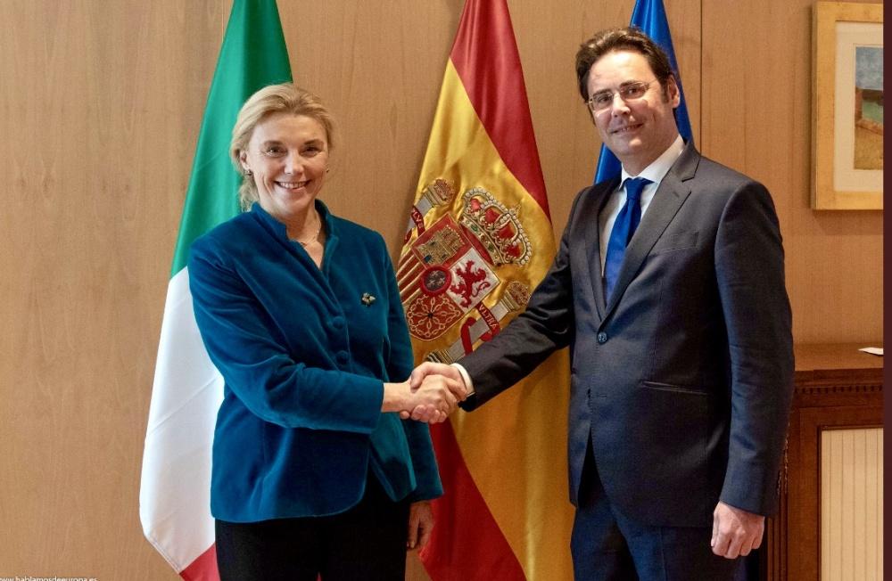 L´amb. Elisabetta Belloni con il segretario di Stato per gli Affari Europei del Ministero degli Esteri spagnolo, Jorge Toledo