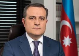 Il ministro azero Jeyhun Bayramov