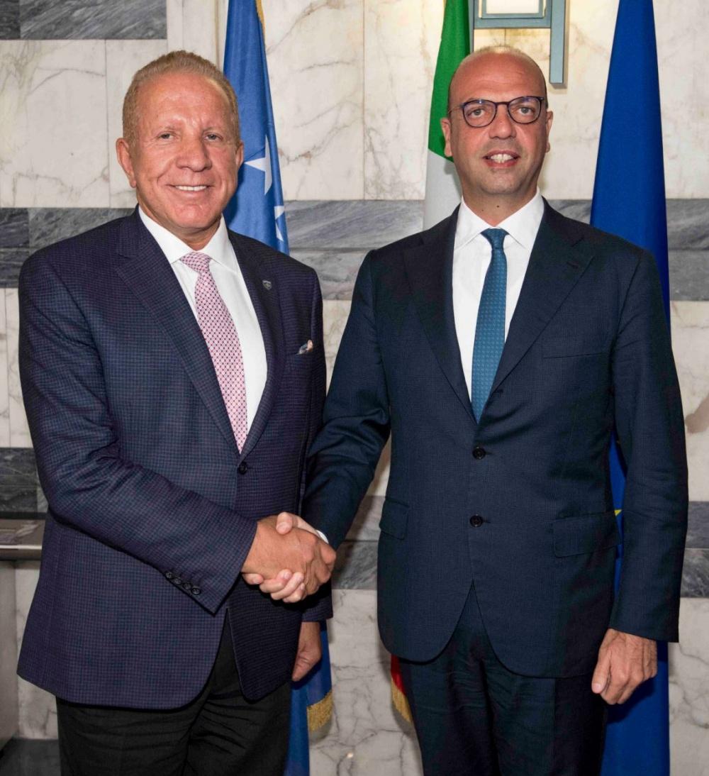 I ministri degli Esteri del Kosovo, Behgjet Pacolli, e d´Italia, Angelino Alfano