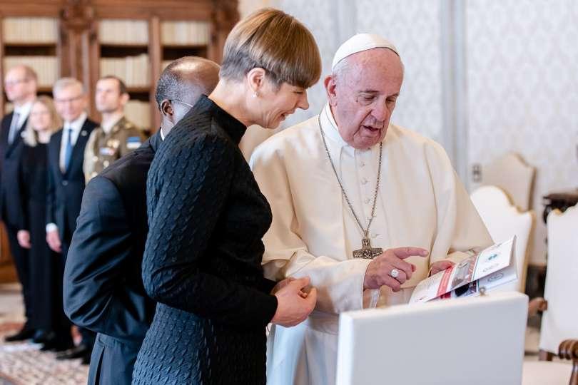 Papa Francesco con la presidente di Estonia Kersti Kaljulaid