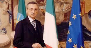 Il prof. Massimo Sgrelli, autore del manuale per la correttezza istituzionale