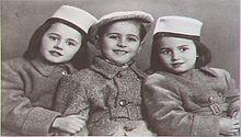 Le sorelle Andra e Tatiana Bucci con il cugino Sergio De Simone, anch'egli deportato a Auschwitz
